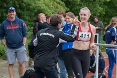 Jubel in Molbergen Marie Götting gewann die Kugelstoßkonkurrenz und stellte zudem eine persönliche Bestleistung auf