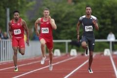 Die beiden Erstplatzierten des 100m Laufs der Männer: Joshua Hartmann (Nr. 140) und sein Trainingspartner Daniel Hoffmann (Nr. 145). Foto: B. Hoffmann