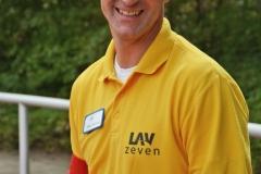 Rainer Dohrmann war an beiden Veranstaltungstagen im gelben Oberteil der Kampfrichter und Helfer aktiv und wechselte zwischenzeitlich nur kurz für den Diskuswurf-Wettbewerb in das Vereinstrikot der Leichtathletikvereinigung Zeven.
