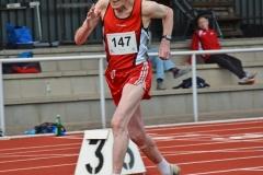 Karlheinz Teufert (Jahrgang 1929) – hier beim 200m-Lauf - war einer der ältesten Aktiven auf dem Platz.