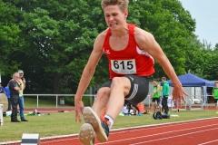 zi04: Bennet Vinken (LG Reinbek/Ohe) gewann den Hochsprungwettbewerb der MJ U18 mit 1,95m und den Weitsprungwettbewerb mit 6,84m.