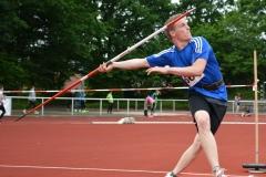 zi05: Adrian Griffel (Bramstedter Turnerschaft) siegte im Speerwerfen der MJ U18 deutlich mit 62,79m.