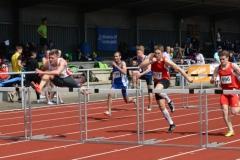 Im 110m-Hürden-Finale der MJ U20 setzte sich Marius Lewald (Nr. 683, LC Adler Bottrop, 14,22 sec) an die Spitze.