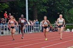 Beauty Somuah (Nr. 675, ASV Köln) gewann im 100m-Lauf der WJ U20 in 12,03sec.