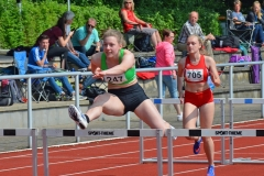: Lena Schroeder (Nr. 247, SV Grün-Weiss Harburg) gewann den 100m-Hürden-Lauf der WJ U20 in 14,63 sec.