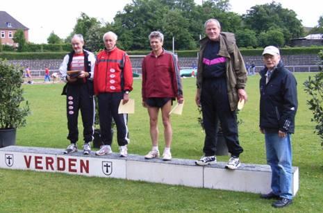 Siegerehrung 100m M 55 links Helmut Meier