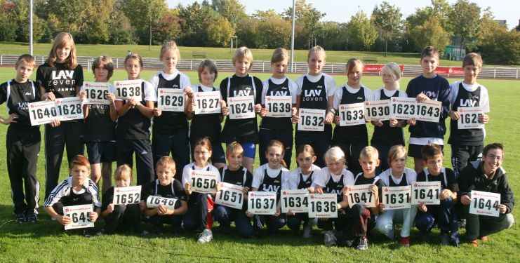 Die jungen Aktiven der LAV Zeven mit ihren Startnummern in Euskirchen.