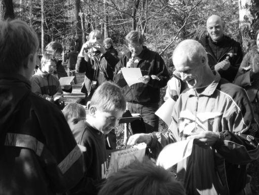 Kreisschülerwart Herbert Kleyer bei  der Siegerehrung