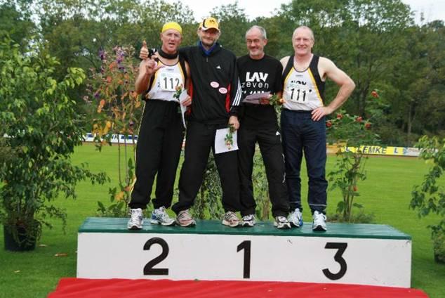 Waren auch in Wilhelmshaven wieder sportlich erfolgreich: Die Senioren der LAV Zeven mit  Hans-Georg Müller, Joachim Hickisch, Helmut Meier und Friedrich Müller (v. li.).