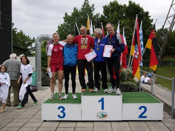 Siegerehrung 200m v.l.n.r.: Gert Brenner, Karl Dorschner, Helmut Meier (3.) Reinhard Michelchen (1,) Rudolf König (2.)