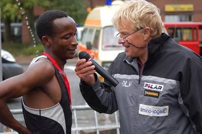 Den 10 km Lauf der Männer gewann Faustin Mussa-Stareke aus Tansania mit neuer Rekordzeit.