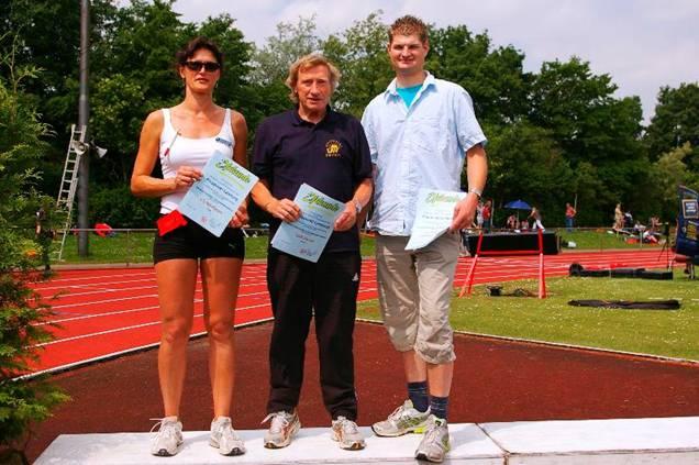Mit dem Pluspunkt Leistung zeichnete der NLV drei  Vereine des Bezirkes Lüneburg aus. Die  LG Nordheide, LAV Zeven, hier durch Hans Hermann Neblung vertreten und die LG Hanstedt/Wellendorf/Wriedel erhielten die Auszeichnung.