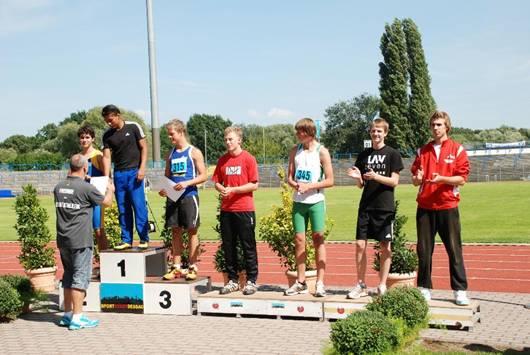 Siegerehrung im Diskuswurf für Robin Henning ( Platz 7 ) nach erstmals übertroffenen 40 Metern