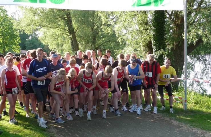 Beim Start hielten sich die Läuferinnen und Läufer aus der Stadt am Walde noch aus der ersten Reihe. Dafür waren sie unter den Ersten im Ziel.