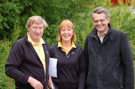 Mara Zabel und Hans-Hermann Neblung von der LAV Zeven fanden am Rande der Veranstaltung noch Zeit zum kurzen Gespräch mit Samtgemeindebürgermeister Johann-D. Klintworth (re.) der auch zu den Zuschauern gehörte.