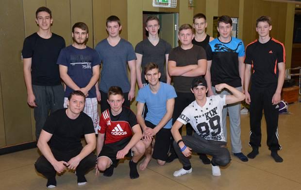 """Die jungen Herren der Gruppe """"Barsiders"""", welche den jungen Leichtathleten bei der Veranstaltung ihr Können präsentiert hatten. Vorne links zu sehen ist Alexander Semrau, der Mitbegründer der Gruppe."""