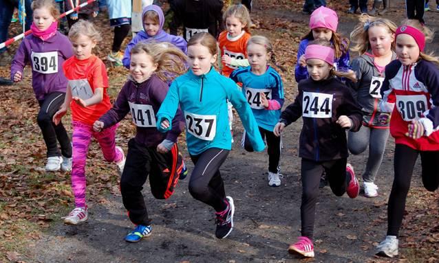 Kreismeisterin der Kinder W08 war nach dem 830m-Lauf Henriette von Bargen (Nr. 394, LAV Zeven, 4:06 min). Zweite wurde ihre Vereinskameradin Luisa de Paoli (Nr. 244, 4:24 min).