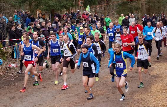 Start der Männer/Senioren M20 und älter über die 3000m-Distanz.