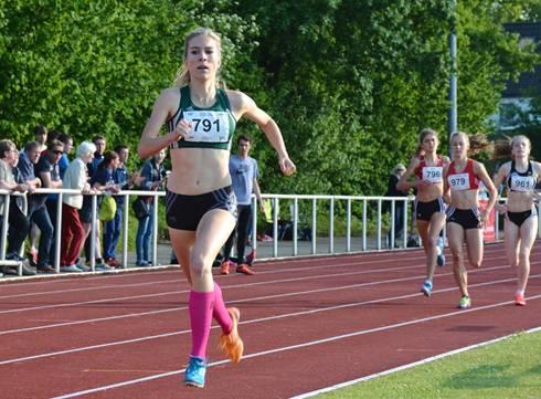 Die Deutsche Meisterin Sarah Schmidt (Nr. 791, LAZ Mönchengladbach) stellte über die 800m der weiblichen Jugend U20 mit 2:03,80 min einen neuen Pfingstsportfestrekord auf und gewann in einem hochkarätigen Teilnehmerinnenfeld.