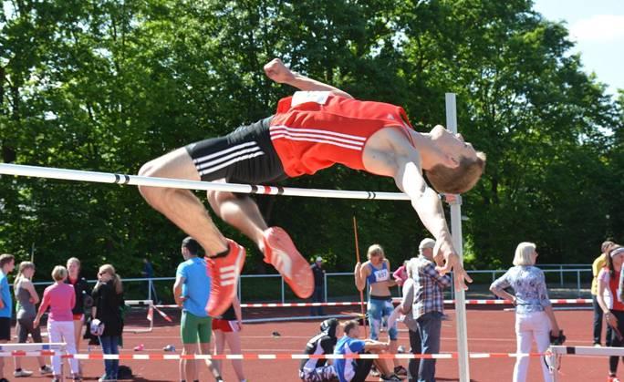 Leon Koch (LG Elmshorn) gewann im Hochsprungwettbewerb der männlichen Jugend U20 mit einer übersprungenen Höhe von 2,05m.