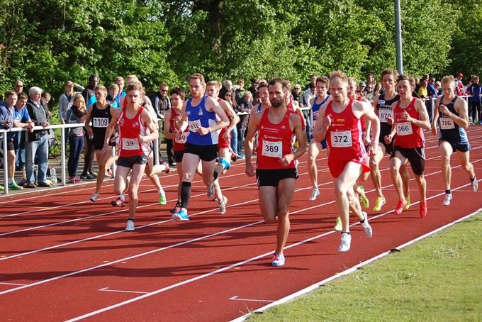 zi01: Heinrich Marvin (Nr. 39, Neuköllner SF) und Sören Ludolph (Nr. 372, LG Braunschweig) verbesserten um Sekundenbruchteile zwei Pfingstsportfestrekorde über die 1500m-Distanz.