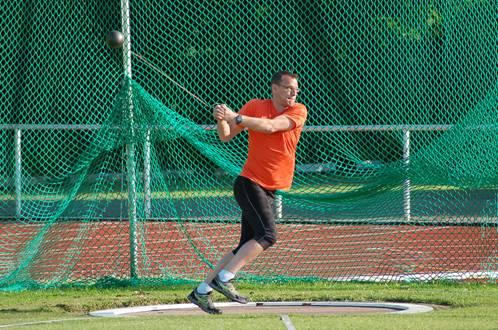 Der Zevener Detlef Bredehöft zeigte am Freitag sein Können beim Hammerwerfen mit dem 7,26kg-Sportgerät.