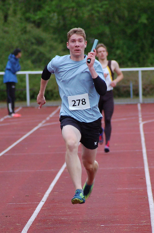 08: Joost Michaelis war der Zielläufer der MJ U20 Staffel der LAV Zeven.