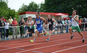 zi02: Alexander Kosenkow (Nr. 740, TV Wattenscheid 01) lief sowohl im Vorlauf als auch Finale jeweils einen neuen deutschen Rekord in seiner Altersklasse.