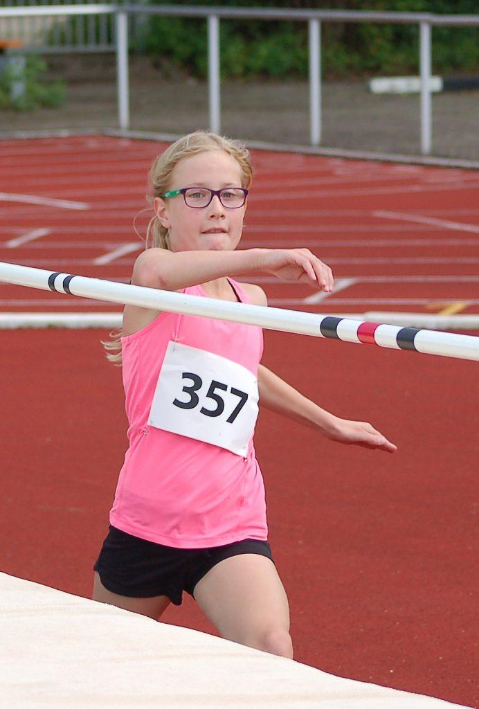 zi04: Lara Fitschen verbesserte ihre persönliche Bestleistung im Hochsprung.