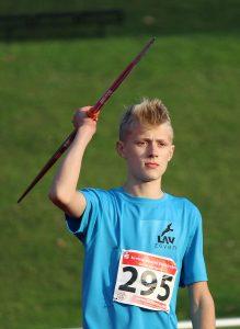 Im Speerwerfen der Jugend M 13 kam Jannes-Hinrich Corleis auf eine Weite von 31,93 m, was den ersten Platz und eine neue persönliche Bestleistung bedeutete.