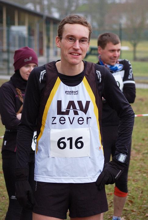Zi03: Einer der erfolgreichsten Zevener Athleten am Sonntag war Marcel Frank (Senioren M35), der Kreismeister über 3010m (10:20 min) und 9330m (35:21 min) wurde.