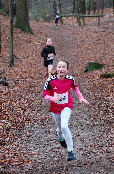Zi09: Sophie Aeplinius (Nr. 624) von der LAV Zeven kam beim 1300m-Lauf der Kinder W10 mit 6:07 Minuten auf den zweiten Platz hinter ihrer Vereinskameradin Lara Fitschen.
