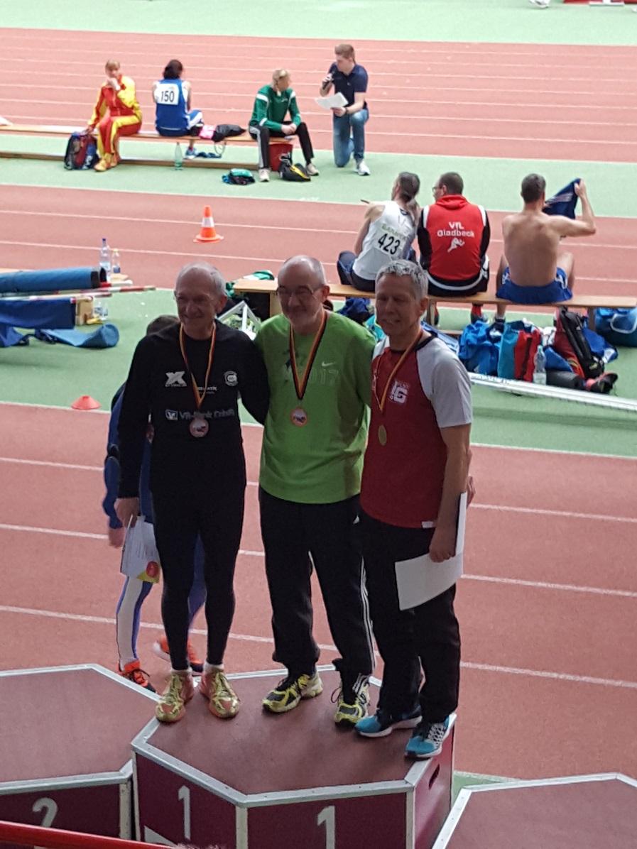 Siegerehrung M65 60 Meter 1. Helmut Meier LAV Zeven, 2. Karl Dorschner TV 1848 Coburg, 3. Gerd Brenner, LG Filder