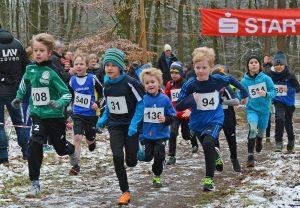 Über die 830m gewannen die LAV-Athleten Tjark Plat (Nr. 94, Kinder M08) und Mattis Wichern (Nr. 108, Kinder M09).