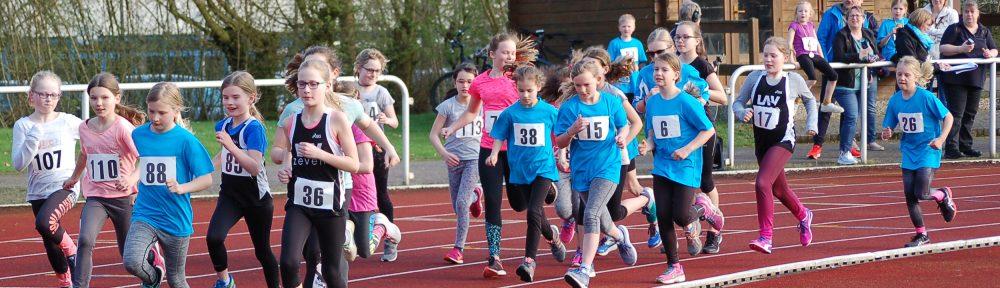 "Den ""800m-Jedermannlauf"" gewann Talea Rathjen (Nr. 88, Jahrgang 2008) vom TV Scheeßel in 3:08,11 min."