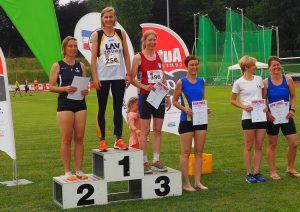 Siegerehrung 200m mit Melinda Mester. (Foto Rita Meier)