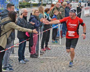 Einige Läufer bekamen während ihres Laufes besonders motivierende Unterstützung.
