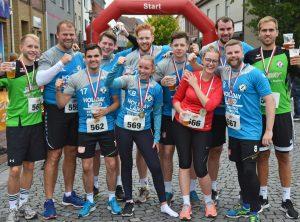 Die Handballer des TuS Zeven traten über die 5km-Distanz ebenfalls als Team an und hatten sich nach dem Zieleinlauf ein Getränk verdient.