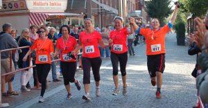 Christiane Schwarz (2. v. re.) und das Team der Elsdorfer Bäckerei beim gemeinsamen Zieleinlauf vor zwei Jahren.