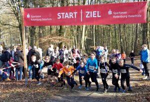 Beim Rennen der Kinder der Altersgruppen M10 und M11 über 1300m war Silas Dreyer (Nr. 19) mit 4:56 min der LAV-Athlet mit der besten Zeit. Es gewann bei den M11 Tom Stephan (Nr. 129) vom TV Lilienthal in 4:54 min.
