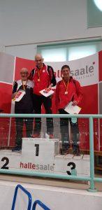 Siegerehrung 60m mit Helmut Meier (li.).