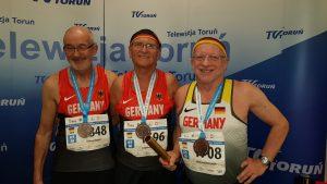Helmut Meier mit Zygmunt Bogdan und Winfried Heckner (v.li.). Es fehlt auf dem Foto Rudolf König.