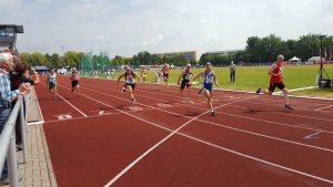 Zieleinlauf 100m M65 mit Helmut Meier auf Bahn 6.
