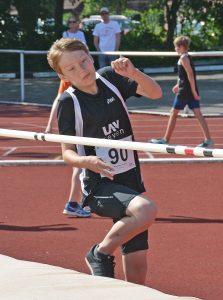 Noah Alexander Meyer verbesserte sich im Hochsprung auf eine Höhe von 1,29 m.