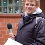 Jens Dohrmann, der Vorsitzende der LAV Zeven, war am Sonntag der Wettkampfleiter und führte vor dem Schießstand auch die Siegerehrungen durch.