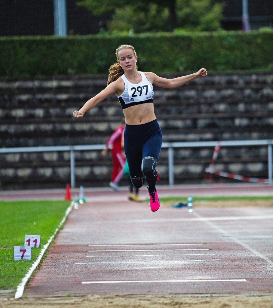 02: Anna Hilken beim Dreisprung, wo sie auf eine Weite von 9,24 m kam.