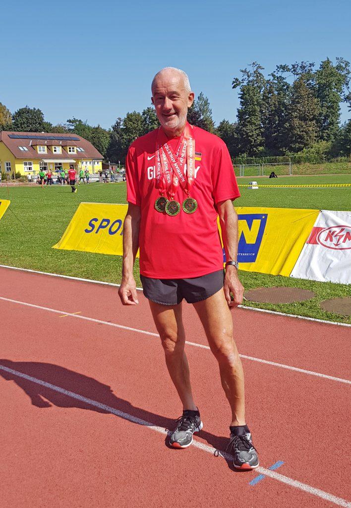 Helmut Meier - hier eine Archivaufnahme aus dem Herbst des vergangenen Jahres, als er bei den Internationalen Österreichischen Meisterschaften der Masters mehrere Medaillen gewann – stellte in Verden in der Altersklasse M70 einen neuen Landesrekord über die 400m auf.