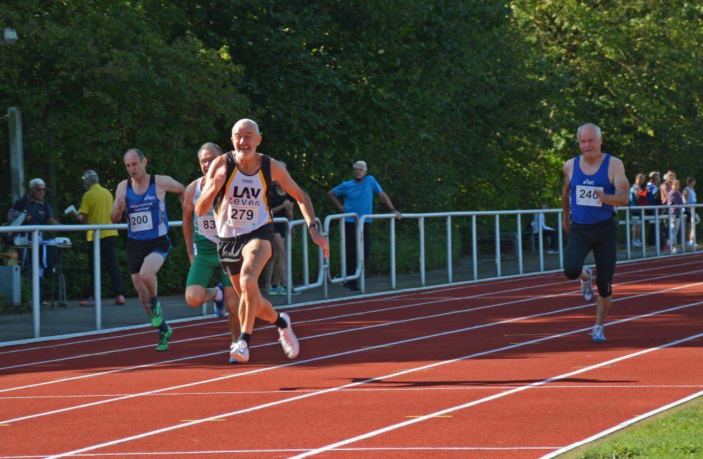 Helmut Meier (Nr. 279) – hier über die 100m - sicherte sich bei den Landesmeisterschaften gleich drei erste Plätze.