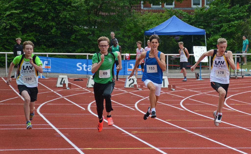 100m Noah Alexander Meyer (li.) & Linus Hennig (re.)