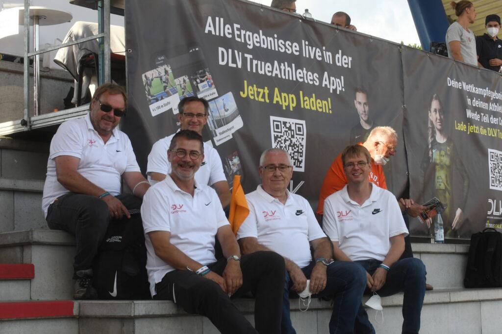 """Die Kampfrichter Vollrath Schuster, Rainer Dohrmann, Olaf Michaelis, Peter Kunze und Jens Dohrmann (v.li.) waren in Rostock als """"Team Niedersachsen"""" im Einsatz."""